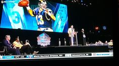 St. Louis Rams legend QB Kurt Warner being enshrined at the #PFHOF in Canton, OH.   He, along with the other Greatest Show On Turf members of the 1999-2003 era, was what drew me into an avid NFL fan and a fantasy football fanatic. I LOVED the Rams (regardless of record) while they were in town and got to see them make two Super Bowl trips and a win. #PFHOF17 #KurtWarner #STLRams White Sulphur Springs, Nfl Fans, Fantasy Football, Super Bowl, St Louis, Trips, Sports, Viajes, Hs Sports