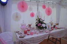 Mariage candy bar rose et blanc bonbons