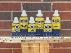Minion Baby Bottle Cover pattern by April Hubbard Crochet Cozy, Crochet Teddy, Crochet For Kids, Yarn Monsters, Minion Baby, Tapas, Baby Bottle Warmer, Minion Crochet, Baby Favors