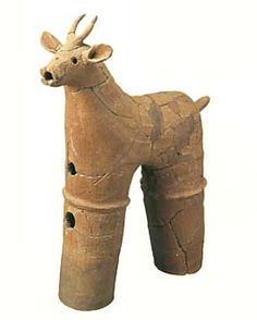 deer. A leg is omitted by two of them.   The Kofun period art, Haniwa terracotta clay figure.   The mid-500s. Chiba Japan.