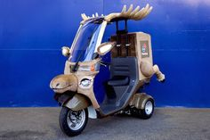 Domino's Pizza Japan reindeer cosplay motorbikes to deliver pizzas in Hokkaido for the rest of December. a nose attached to the front and antlers on the roof, and even hind legs sticking out of the box on the back. Japanese Toys, Tech Toys, Motorbikes, Reindeer, Inventions, Kawaii, Motorcycle, Cosplay, Iphone