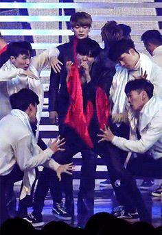 161119 #SHINee - MBC Music Core 'Tell Me What To Do #Taemin #Minho