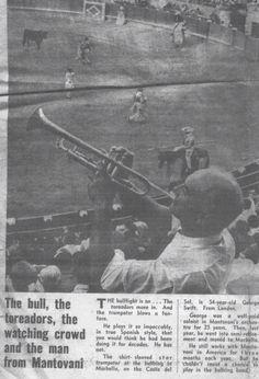 Antes de cualquiera entraron la corrida Ana oyó un trompetazo. La plaza de toros era una lugar muy ruidoso durante una corrida de toro.