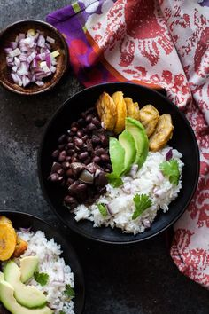 These Cuban black bean and cilantro lime rice bowls with baked plantains are flavorful and filling! Add some avocado for a perfect #plantbased meal. #vegan #vegetarian Vegetarian Dinners, Vegetarian Recipes, Vegan Vegetarian, Baked Plantains, Cuban Black Beans, Moroccan Salad, Curry Bowl, Plantain Recipes, Sweet Potato Curry