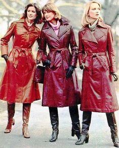 Rain coat Fashion Editorial - Cream Rain coat Outfit - Lined Rain coat - - Seventies Fashion, 70s Fashion, Vintage Fashion, Womens Fashion, Fashion 2018, Fashion Dresses, Long Leather Coat, Leather Trench Coat, Leather Jacket