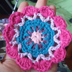 Primera mandala en pequeñitoo!! #crochetaddict #crochet #handmade #hechoamano #mandala #crochetmandala #colors! #ilikeit by tralarilo