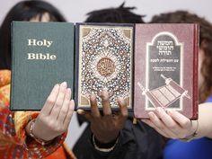 quelle est la vrai religion a suivre bible coran torah la preuve ici Surah At Taubah, Bible Hébraïque, Imam Ahmad, La Sainte Bible, Saint Coran, Les Religions, Learn Islam, Holy Quran, Holi