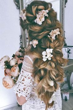 Lovely Ulyana Aster Long Wedding Hairstyles & Updos 2 / www.deerpearlflow… The post Ulyana Aster Long Wedding Hairstyles & Updos 2 / www.deerpearlflow…… appeared first on Emme's Hairstyles . Wedding Hairstyles For Long Hair, Hairstyles With Bangs, Pretty Hairstyles, Bridal Hairstyles, Hair Wedding, Hairstyle Ideas, Unique Hairstyles, Female Hairstyles, Wedge Hairstyles