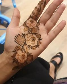 Henna Tattoo Designs Simple, Basic Mehndi Designs, Floral Henna Designs, Mehndi Designs Feet, Latest Bridal Mehndi Designs, Finger Henna Designs, Henna Art Designs, Stylish Mehndi Designs, Mehndi Designs For Beginners