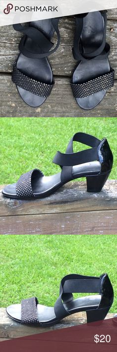Munro American Delana Sandals Black Sparkle Sz 10 Glittery toe strap, stretchy criss-cross ankle straps. Heel is 2 inches. Purchased at Nordstrom, only worn once, to a wedding. Munro Shoes Sandals