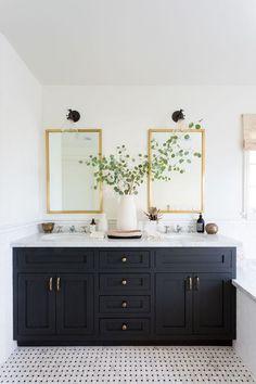 Bathroom Design Inspiration, Bathroom Interior Design, Home Interior, Classic Bathroom, Modern Bathroom, Small Bathroom, White Bathroom, Bathroom Wall, Bathroom Vanities