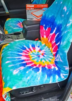 Need to protect your car seats from wet or dirty summer bodies? Make this easy waterproof seat cover to protect your car's upholstery. Sewing Tutorials, Sewing Projects, Sewing Patterns, Waterproof Car Seat Covers, Cool Car Gadgets, Truck Bed Storage, Car Interior Decor, Car Upholstery, Diy Car