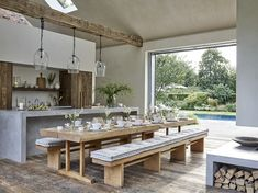 〚 The White Company founder's pool house in London suburbs 〛 ◾ Photos ◾Ideas◾ Design The White Company, World Of Interiors, Elle Decor, Plywood Furniture, Kitchen Decor, Kitchen Design, Room Kitchen, Farmhouse Kitchen Tables, Decorating Coffee Tables