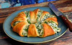 Spinach Dip Crescent Roll Ring Vegan One Green Planetone - A Must Have At Any Party This Spinach Dip Is Just Like The Dairy Version Without The Dairy Spinach Dip Crescent Roll Ring Vegan One Green Planetone Green Planet Vegan Crescent Roll Recipe, Crescent Roll Recipes, Crescent Rolls, Crescent Ring, Vegan Appetizers, Vegan Dinner Recipes, Whole Food Recipes, Vegetarian Recipes, Appetizer Recipes
