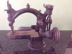 Online veilinghuis Catawiki: Verzamelaarsobject: antieke schoonmakersnaaimachine