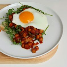 {New recipe} Low FODMAP Baked Beans on Toast with Egg and Rocket. A tummy friendly version thats as close to canned baked beans as youll get but without the FODMAPs and just as convenient.  Link to recipe in profile. . . . . #lowFODMAP #lowFODMAPdiet #FODMAP #fodmapfriendly #glutenfree #wheatfree #dairyfree #lactosefree #guthealth #healthygut #IBS #digestiveheath #nutrition #goodfood #eatwell #nourish #foodstagram #onthetable #noBSfood #recipe #nutritionist #alessirritablelife #bakedbeans…
