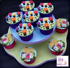 Hot air balloons and thatched cottages cupcakes for Cake International