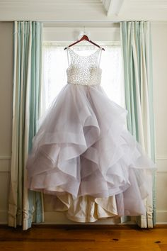 Dori by Hayley Paige wedding dress with a gold bodice and grey tulle skirt | Whimsical and romantic wedding inspired by Kate Spade: http://www.xaazablog.com/romantic-and-whimsical-outdoor-wedding/ | Photography: Priscilla Thomas Photography #whimsicalwedding