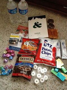 hotel welcome bags -- what goes in them... and awesome lil blog to accompany it :) @Caren Voepel elizabeth