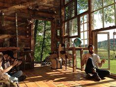 la cabane de verre de Nick Olson et Lilah Horwitz
