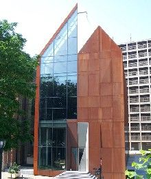 Brigittinenkapel: herbestemming van Brussels erfgoed met Cortenbeplating / LIMEPARTS
