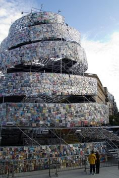 A tower of 30,000 books? But what if the one I want is at the very top!  joyofbooks:    Tower using 30000 Books by Marta Minujin