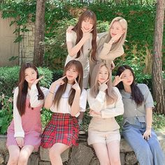 Out in the nature with Everglow everglow eu aisha onda mia yiren sihyeon kpop adios bonbonchocolat Kpop Girl Groups, Korean Girl Groups, Kpop Girls, Fandom, Rapper, Loona Kim Lip, Gfriend Sowon, Yuehua Entertainment, Girl Bands