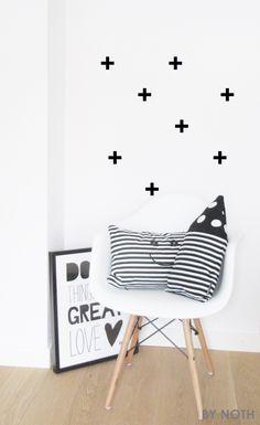 Black & White collection kussens van eigen label, muursticker plusjes en poster Paqhuis. verkrijgbaar in de shop