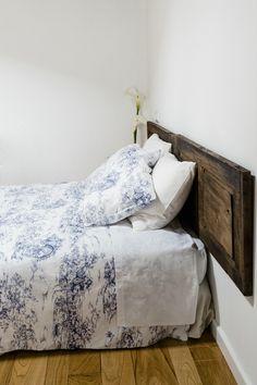 The Doors - AD España, © CARLOS ONETTI De La Casa de las Flores, un hotelito rural perfecto en Galicia, no hay nada que no nos guste. Los cabeceros son puertas antiguas recuperadas: sencillo, ecológico, genial.