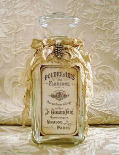 I was looking for a perfume. Here they have quite good deals: Perfume Antique Perfume Bottles, Vintage Bottles, Bottles And Jars, Glass Bottles, Alcohol Bottles, Bottle Art, Bottle Crafts, Vintage Accessoires, Altered Bottles