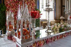 Spegelplatån är tillverkad av Johan Petter Grönvall 1832. Förutom spegelplatån så ingår i servisen även kandelabrar, blomsterkorg, fruktkorgar, syltskålar, blomvaser och saltkar. Foto: Kungahuset.se