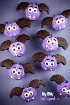 Itty Bitty Bat Cakes from Bakerella --> for all the bats that have entered my room, I salute you...with cupcakes ^_^