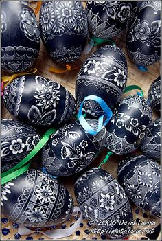 Travel Photo Gallery - Hand Decorated Eggs, Spring celebrations in Wallachia, Czech republic Egg Crafts, Easter Crafts, Egg Shell Art, Carved Eggs, Ukrainian Easter Eggs, Egg Art, Easter Holidays, Egg Decorating, Easter Cookies