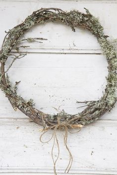 10 best Christmas wreaths to DIY: handmade twig wreath tutorial Christmas Wreaths To Make, Noel Christmas, Christmas Tree Decorations, White Christmas, Xmas, Winter Wreaths, Wreath Fall, Spring Wreaths, Summer Wreath