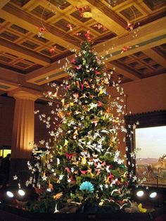 10 Holiday Trees To See in NYC: Origami Christmas Tree at AMNH