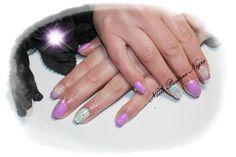 Unhas em gel cor lilás com nail art feita á mão!