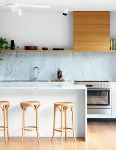 A Contemporary Queenslander (The Design Files) Modern Kitchen Interiors, Kitchen Decor, Home Decor Kitchen, Luxury Kitchens, Home Kitchens, Minimalist Decor, Minimalist Kitchen, Kitchen Remodel, Kitchen Layout