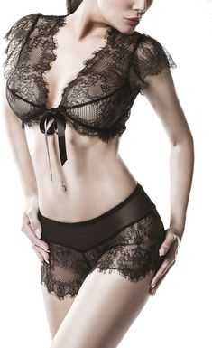 adult set of Grey Velvet. The jacket is made of transparent lace with a floral pattern. - High quality of Grey Velvet. Spitzencami set adult set of Grey Velvet. Lingerie Glamour, Lingerie Fine, Black Lingerie, Zara Tops, Corsage, Crop Top Dentelle, Latex Top, Ensemble Lingerie, Bandeau Outfit