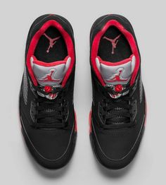 The AJ 5 Low Alternative is now available in shop. Drop by to cop your pair before stocks run out.