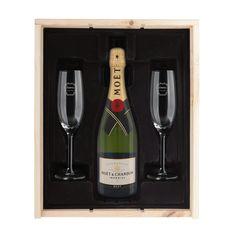 Een huwelijk daar mag in stijl op geproost worden! Verras het bruidspaar met een heerlijk Moët & Chandon Brut Imperial champagnepakket en laat de champagneglazen graveren met een persoonlijke tekst.