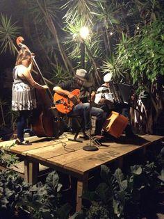Jueves de música en vivo en L'Ostería.