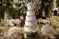 Casamento clássico: Thais & Marcos - Inesquecível Casamento Turquoise Weddings, Wedding Reception Decorations, Classic, Classic Wedding Decor, Catholic Marriage, Wedding Gown Cakes, Reception Decorations, Weddings, Wedding
