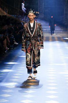 Dolce&Gabbana Fall/Winter Men's Fashion Show. Men Fashion Show, Winter Fashion Outfits, Trendy Fashion, Boho Fashion, Mens Fashion, Fashion Design, Fall Fashion, Gq, Fashion Week 2018