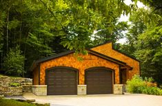 20 Traditional Architecture Inspired Detached Garages - Decoration for House Double Garage Door, Garage Plans With Loft, Cool Garages, Wood Shingles, Barns Sheds, Home Additions, Detached Garage, Building A House, House Design