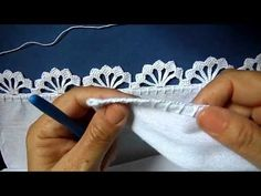 Bico em croche - 89 - PARA CANHOTO(A) - YouTube Crochet Edging Tutorial, Crochet Edging Patterns, Crochet Lace Edging, Crochet Motifs, Tunisian Crochet, Crochet Designs, Crochet Doilies, Crochet Flowers, Crochet Stitches