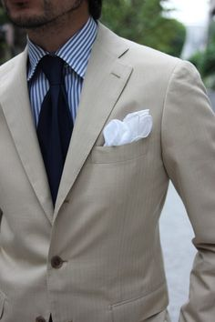 A beige or linen suit is indispensable for summer.