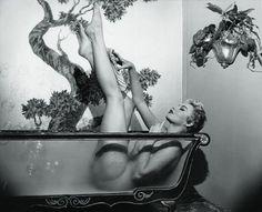 See through bathtub!