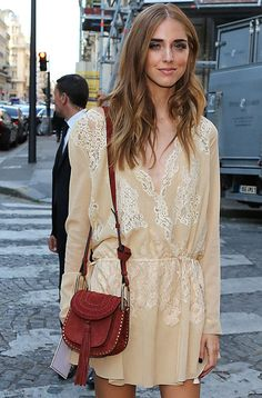 Look da blogueira Chiara Ferragni com a bolsa Hudson da Chloé.