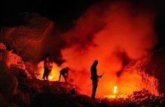 The Dangerous Labor of Sulfur Miners in Indonesia - My Modern Metropolis
