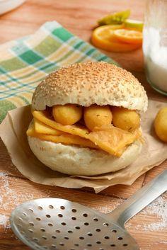 Panelle palermitane ricetta originale: street food siciliano Palermo, Hamburger, Bread, Food, Sicilian, Brot, Essen, Baking, Burgers